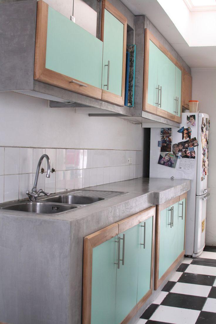 Cocina con terminación de Microcement en gris.