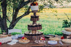 summer wedding cakes // © Betsey Wilson