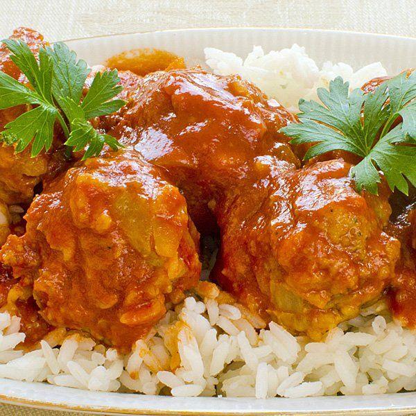 Una rica, deliciosa y jugosa receta: Albóndigas de pollo con salsa de tomate