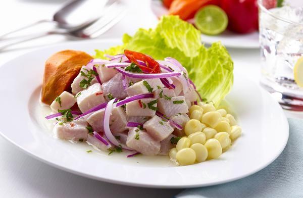 Aprende a preparar ceviche peruano con esta rica y fácil receta. El ceviche es un plato típico de la gastronomía latinoamericana en general, teniendo cada país su...