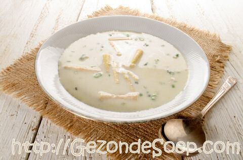 Lekkere aspergeroomsoep van asperges en aspergeschillen, zodat je goedkoop zal genieten van deze feestsoep: met tips om het recept aan te passen aan jouw dieet.