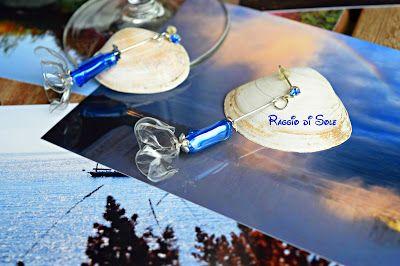 """Un fiorellino a campanula in plastica trasparente è il protagonista principale di questi orecchini. Il tubicino in plastica blu richiama il colore dello swarovski sul perno dell'orecchino...dei piccoli fiorellini in metallo argentato """"delineano"""" i contorni dei vari elementi in plastica. #riciclo #plastica #swarovski #thecreativefactory #handmadesummernights"""