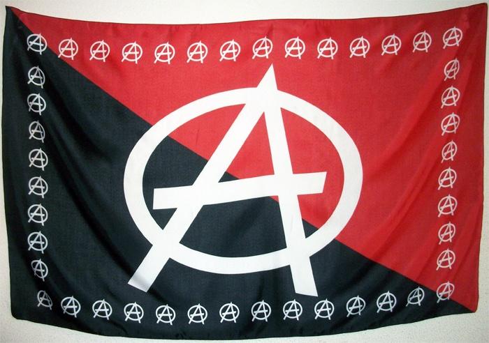 Bandera Anarquista Rojinegra. Dimensiones aproximadas 145 cm. X 95 cm. Tamaño grande, calidad material poliéster, peso aproximado 105 gramos.
