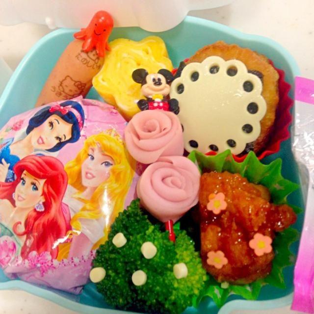 娘のリクエストで、プリンセスラップにʕ•̫͡•ʔ♬✧ 簡単でラッキー!笑 テーマはお花♡ - 15件のもぐもぐ - 幼稚園遠足お弁当♡ by Yuiko Naganuma