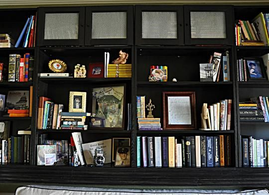 Ikea bookcase wall...: Dining Rooms, Billy Bookca Hacks, Hacks Inspiration, Rooms Usabl, Billy Bookcases Hacks, Ikea Bookcase, Guest Rooms, Ikea Billy Bookcases, Billy Bookcase Hack