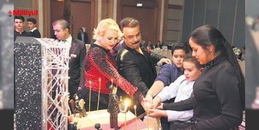 Bülent Serttaşa eşinden 125 bin liralık doğum günü hediyesi : Yeni albüm hazırlıklarına hız veren Bülent Serttaşa eşi Selvi Serttaş Şişli Radison Blue Hotelde sürpriz doğum günü partisi yaptı.Ünlü sanatçı eşinin sürpriz partisini görünce hem mutlu oldu hem duygulandı. Eşinin Serttaşa 125 bin lira değerinde Rolex saat aldığı öğrenild. (Sabah)...  http://www.haberdex.com/magazin/Bulent-Serttas-a-esinden-125-bin-liralik-dogum-gunu-hediyesi/93771?kaynak=feeds #Magazin   #Serttaş #Bülent #eşi…
