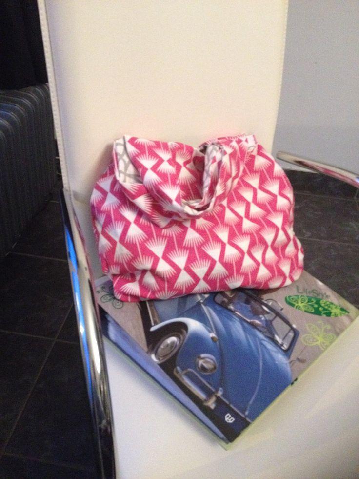 De omkeerbare zak gemaakt voor een vriendin... Tutoral kan je vinden bij de handtassen... Gewoon ideaal voor een zomerse dag!!!!!