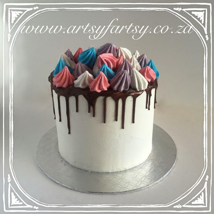 Oreo Chocolate Cake with meringues #oreochocolatecake