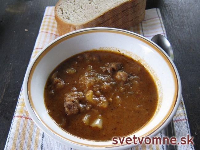 Kotlíkový guláš (pravý slovenský)......... http://www.svetvomne.sk/recept/Kotlikovy-gulas