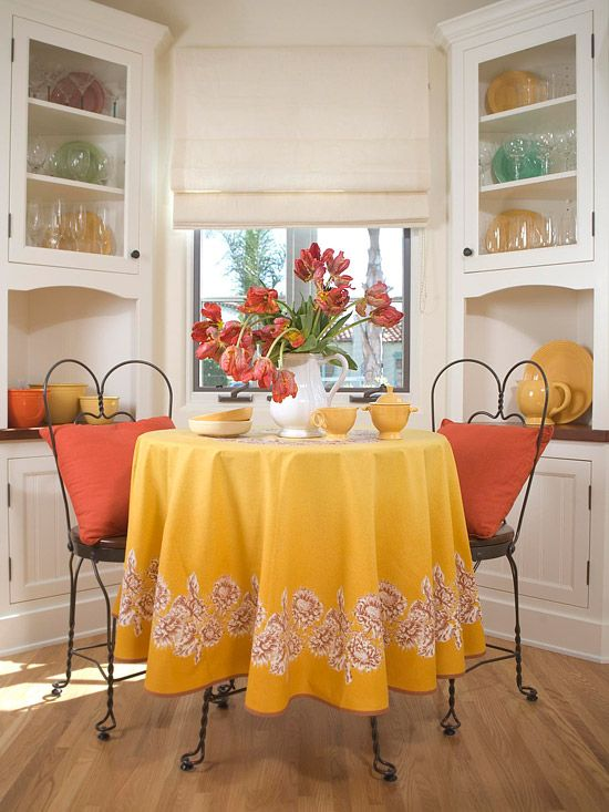 Blending Styles: Built In Cabinets, Kitchens Breakfast Nooks, Happy Colors, Corner Cabinets, Kitchens Nooks, Nooks Ideas, Breakfast Area, Bright Colors, Blend Style