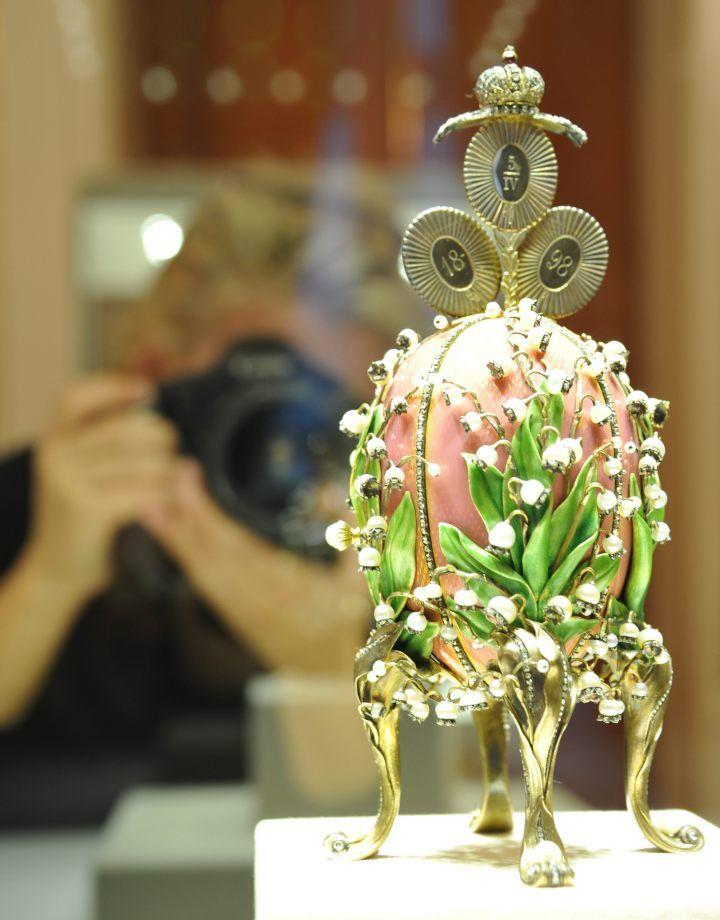 Z 54 znanych jajek Fabergé nie wszystkie przetrwały do naszych czasów. Źródła podają różne liczby, jednak oficjalnie mówi się o 42 zachowanych jajkach.