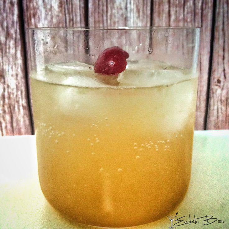 Amaretto Sour amaretto, sweet and sour karışımı, Sprite #kokteyl #cocktail #amaretto #booze #drink #drink #drinkporn #mixology #mixologist #bartender #amaretto #sprite #sour #tarif #recipe #lezzet