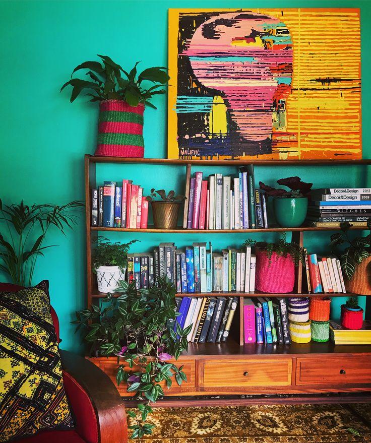 Books and art and colour! Painting ex @Maljevicmaja and #davidkrutgallery #bohointeriors #gypseydecor #bohoglam #boho #bohemianstyle  #bohostyle #beautifullyboho #ihavethisthingwithcolour #ihavethisthingwithtextiles #gypseyset #makeityours #inmydomain #bohochic #electichome #eclecticdecor #maximalism #myhomevibe #planteriordesign #myhyggehome