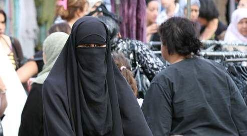 "Article on ""La burqa"" from Le Figaro"