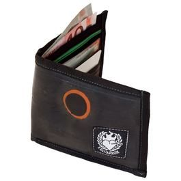 Inner tube wallet, made of recycled/upcycled bike tube. It has 4 card slots, a zip pocket for coins and further slot for paper money. Fits easily in your back pocket. Features:Reclaimed Bicycle inner tubes are sustainable, vegan and eco-friendly alternatives to le…