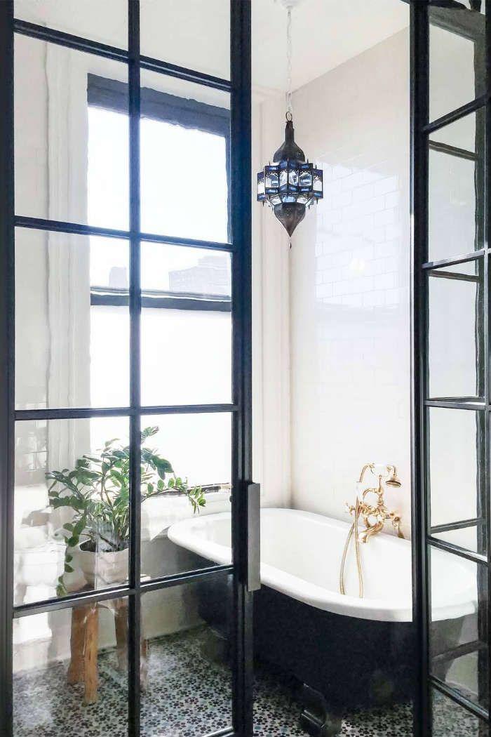 Κρεμαστά φωτιστικά και πολυέλαιοι... για το μπάνιο!  #bohemianμπανιο #διακόσμηση #διακοσμησημπανιου #ιδέες #ιδεεςδιακοσμησης #ιδεεςμπανιο #κρεμαστοφωτιστικο #κρεμαστοφωτιστικομπανιου #μοντέρνομπάνιο #μπανιο #πολυελαιος #πολυελαιοςμπανιο #πολυελαιοςφωτογραφιες #πολυτελεςμπανιο #φαναρι #φωτιστικαμπανιου #φωτιστικαμπανιουvintage #φωτιστικαμπανιουμοντερνα #φωτιστικομπανιου #φωτιστικοφανος