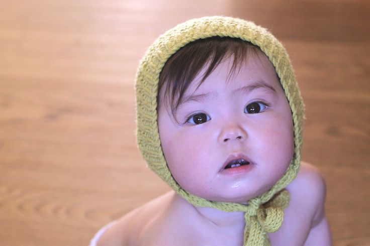 Knitted baby bonnet // vintage inspired baby bonnet // by Dreamiknit on Etsy