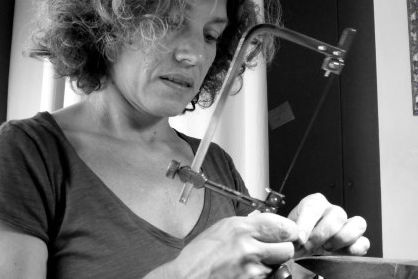 """After graduating in Sculpture, Montse Basora oriented herself toward jewellery. She took a course in the Massana where she learned new techniques and discovered the jewel as a means of expression. Since 2009 she works in """"Sensational Jewels"""", which has made several collective exhibitions. #artisan #art #alpha #profile #jewellery #sculpture #MontseBasora"""