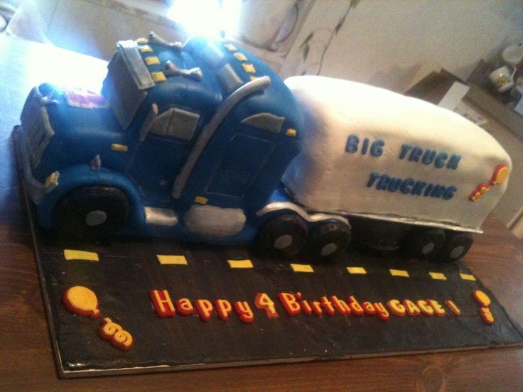 3D 18 Wheeler Cake