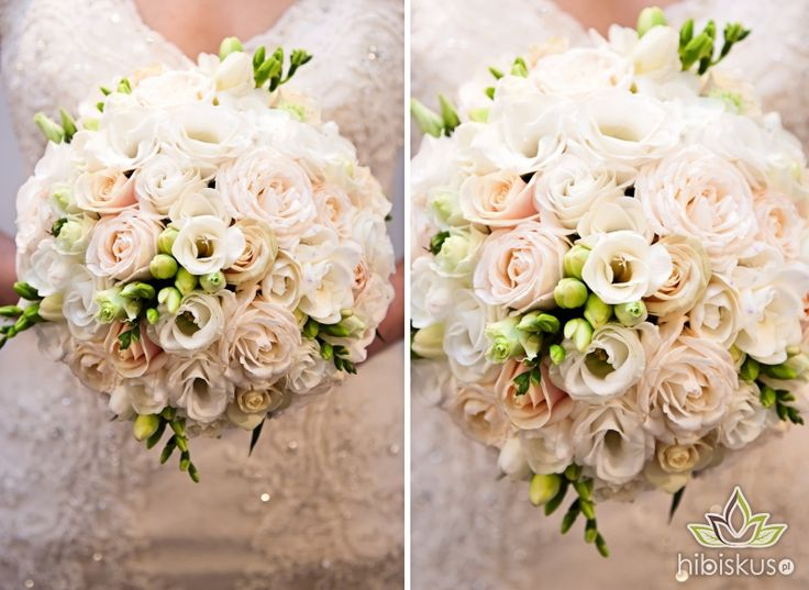 Perfectly round bouquet made of white eustoma, fresia and light pink roses.  #whitewedding #weddingflowers #eustoma #bukietslubny #hibiskus.pl
