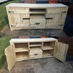 For those who love the rustic look, here is the idea for creating the rustic media cabinet for which the wood pallets are not required to be painted. The actual color of the pallets gives the rustic look; there is a lock on the both side doors.