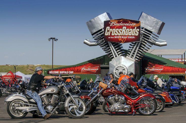 Diese Motorradparty dürfen sich leidenschaftliche Biker nicht entgehen lassen: Tausende sind derzeit wieder im kleinen Ort Sturgis in Süddakota zusammen gekommen, um eine der größten Ralleys der US…