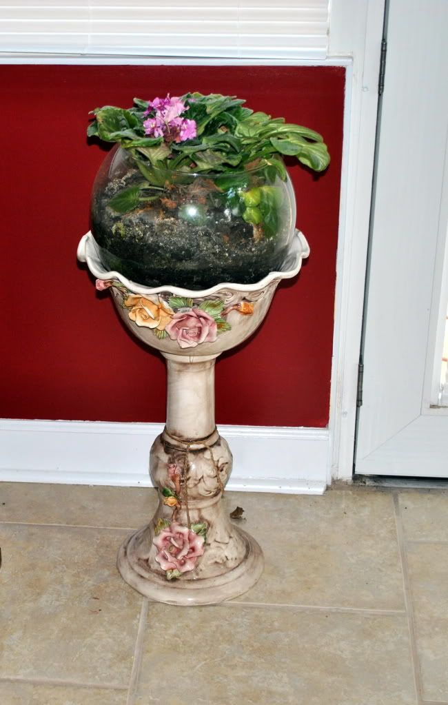 Capodimonte plant stand photo the african violet will be - Pedestal para plantas ...