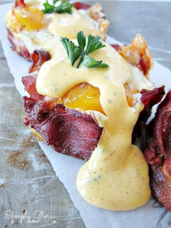 Baked Eggs Napoleon With Hollandaise Sauce by SimplyGloria.com #bacon #breakfast
