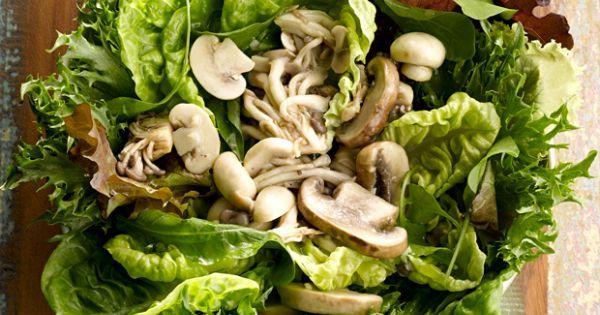 Aprenda a preparar a receita de Salada de folhas com cogumelos e vinagre de framboesa