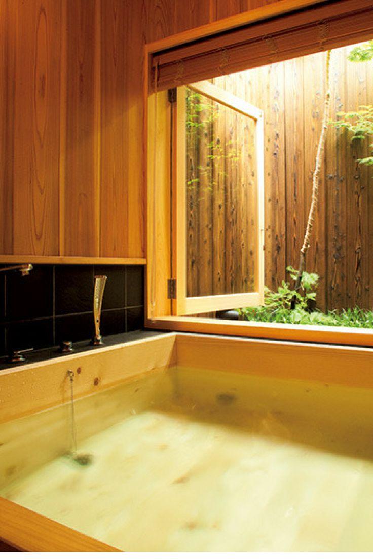 これが最高! 高野槙の庭付き風呂である。旅で疲れたアカのみならず、ストレスもすべて落とせる。  http://gqjapan.jp/life/travel/20160913/new-way-of-stay-in-kyoto#pages/5