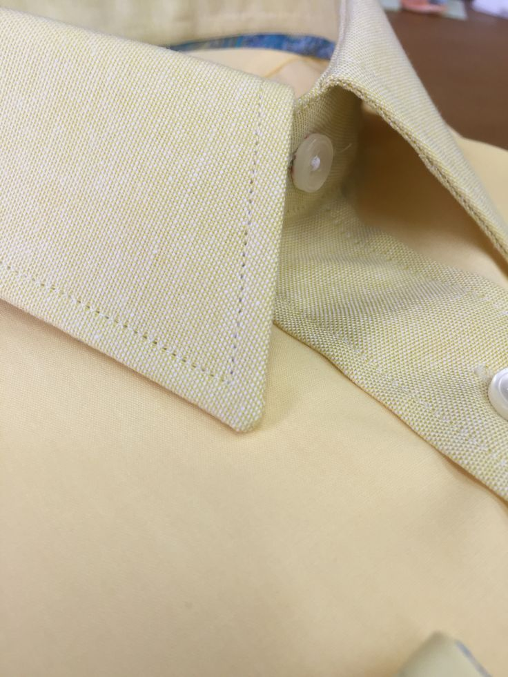 Great British Bespoke Cream Yellow Shirt with contrasting Linen Collar & Plaquet Front Strap    The shirt body is anplain yellow solid poplin & the contrasting fabric is matching andmonochromatic in colour except the plaquet button strap, collar and cuffsarein a100% Irish Linen fabric, a Linen/Bamboo blendand 3ply loose weave fabric. Thisfabrics islight weight and helps to wick moisture away from the neck and wrist,making itideal for the summer months or them well earned overseas…