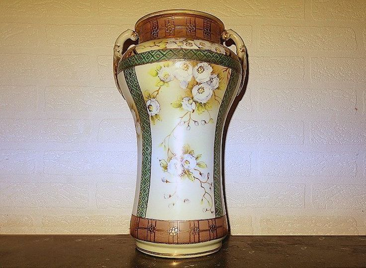 Antique Imperial Nippon hand painted vase (1890 - 1910) MARKED