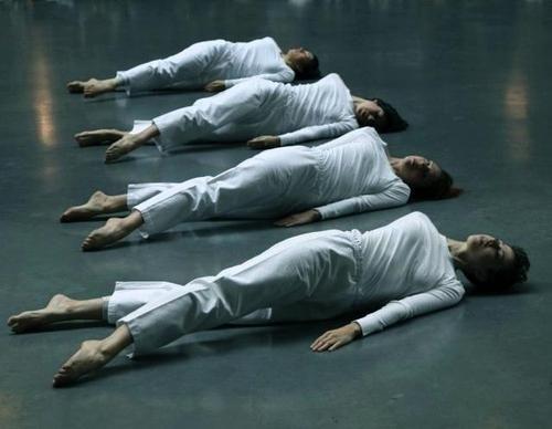 Trisha Brown: Group Primary Accumulation (1970), Trisha Brown Dance Company, Tate Modern Copyright:© John Mallinson