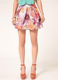 The Umbrella Skirt: Τώρα που η Άνοιξη είναι και επίσημα εδώ, βάλτε τα στενά τζιν στην ντουλάπα σας και επενδύστε σε μια δροσερή και ευκολοφόρετη φούστα που θα μπορείτε να φοράτε με άνεση από το πρωί μέχρι το βράδυ...