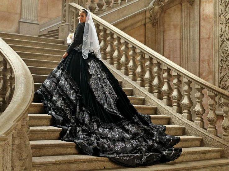 Vestido noiva de Viana do Castelo com 70 mil cristais bordados (Portugal)