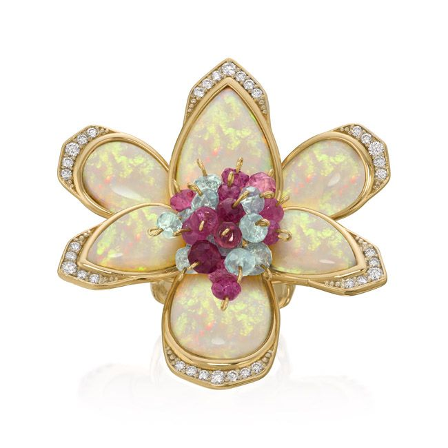 Orquídea ring in 18k yellow gold with opals, tourmaline and diamonds
