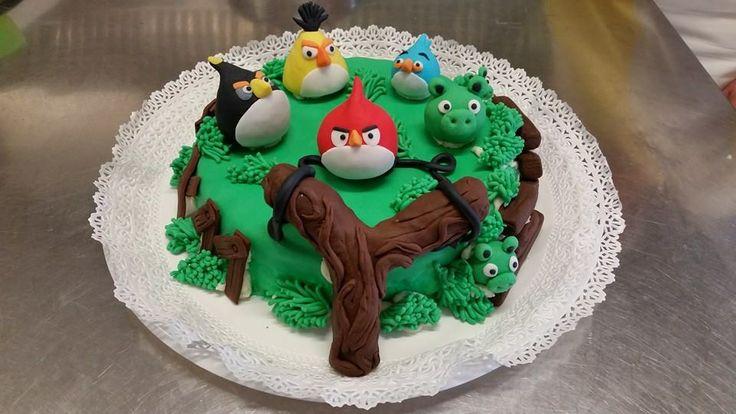 """Angry Birds"" cake"