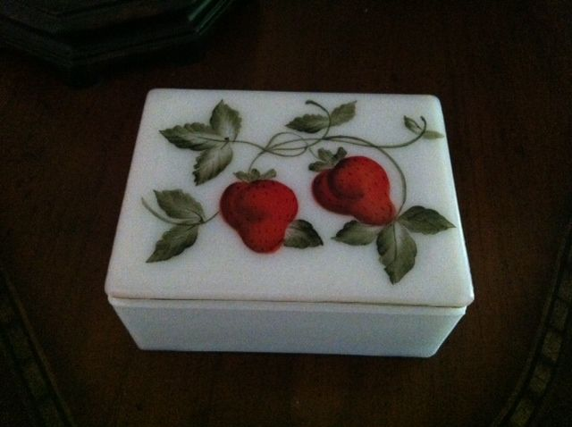 150 best strawberry bedroom images on pinterest - Strawberry kitchen decorations ...