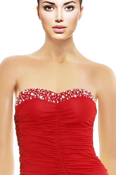Flamboyante robe couleur feu très moulante pour femme. Tenues very hot!