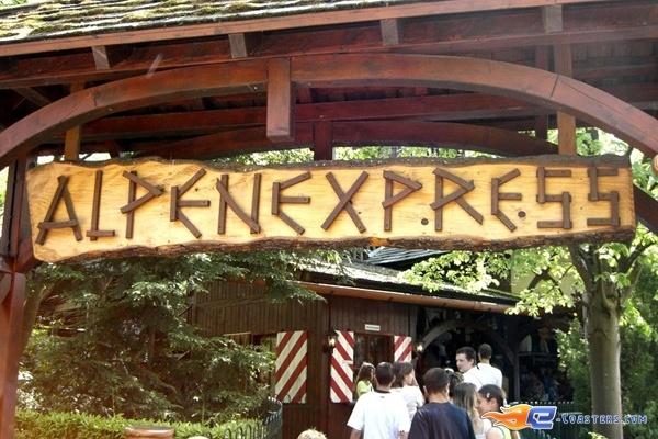10/11   Photo du Roller Coaster Alpen Express situé à @Europa-Park (Rust) (Allemagne). Plus d'information sur notre site www.e-coasters.com !! Tous les meilleurs Parcs d'Attractions sur un seul site web !! Découvrez également notre vidéo embarquée à cette adresse : http://youtu.be/l83TX4Yx5yI