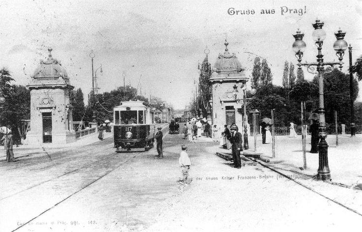 Most legií na pohlednici z roku 1901, která ukazuje most hned po dokončení.