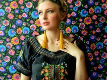 Calaveritas - embroidered earrings with tassels