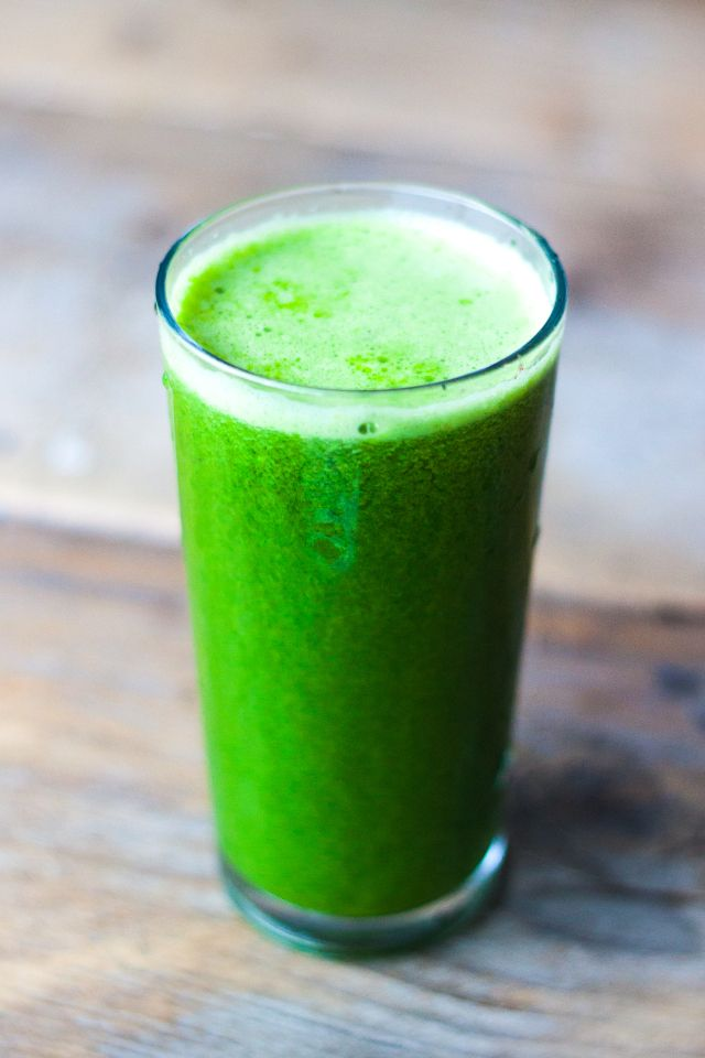 Kale, Cucumbuer, Parsley & Orange Juice - Recipe:  1 handful of kale 1 branch parsley 1 cucumber 3 oranges  Put everything in your (slow)juicer and enjoy this fresh green juice. I added 1 tbs of wheatgrass powder to make it extra healthy.