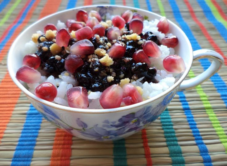 Orez Cu Dulceata De Afine / Rice With Blueberry Jam https://vegansavor.wordpress.com/2015/07/17/orez-cu-dulceata-de-afine-rice-with-blueberry-jam/ #Topoloveni #jam #blueberry #rice #coconut #lemongrass #nuts #pomegranate #vegan #sweets