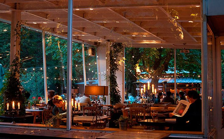Cafe am neuen See The Café am Neuen See is right by the water in the middle of the Tiergarten park. Regardless of the weather and time of year, you can eat and drink by the fireplace in the restaurant or outside in the spacious beer garden. Lichtensteinallee 2 10787 Berlin Tel.: +49 30 25 44 93 0