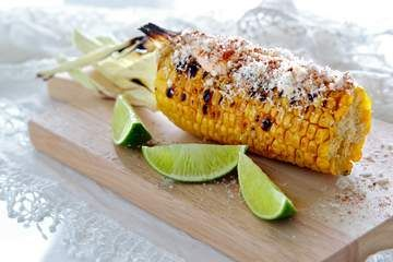 Grilled corn with chipotle mayo