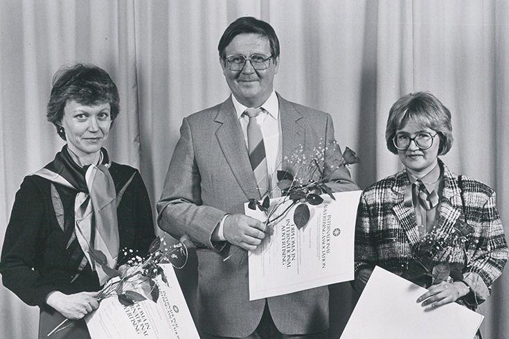 Markkinointi-instituutti aloitti 1984 yhteistyön International Advertising Associationin (IAA) kanssa. Samalla käynnistyi Diploma in International Advertising -koulutus. Kuvassa koulutuksesta valmistuneita 19.3.1986.