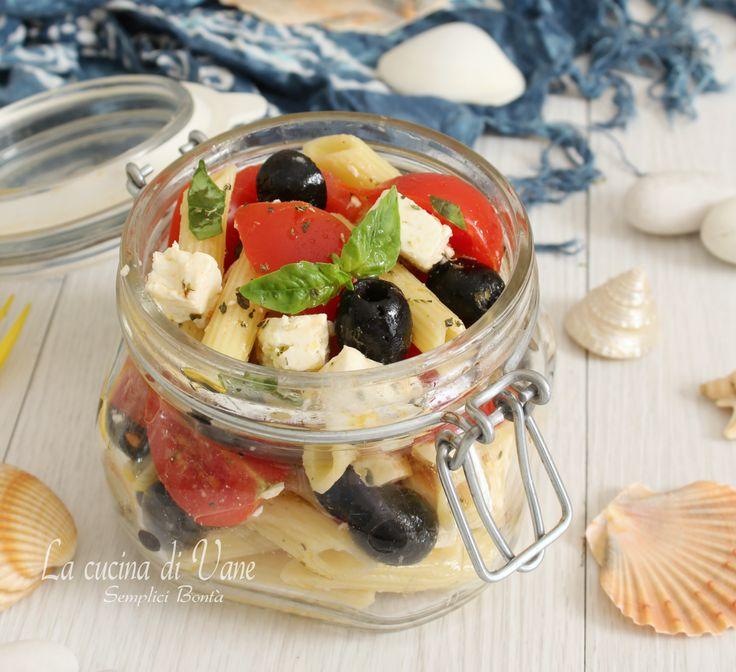 PASTA FREDDA ALLA GRECA ricetta primo estivo gustoso, con ingredienti semplici ma che ne fanno un primo ricco e buonissimo, perfetto anche per il mare
