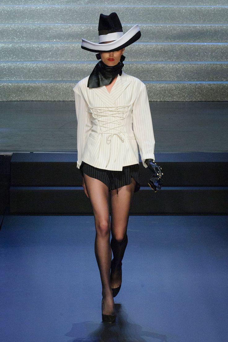 Jean Paul Gaultier Spring 2015 Ready-to-Wear Collection.  http://www.elle.com/runway/ready-to-wear/spring-2015-rtw/jean-paul-gaultier/collection/#slide-1