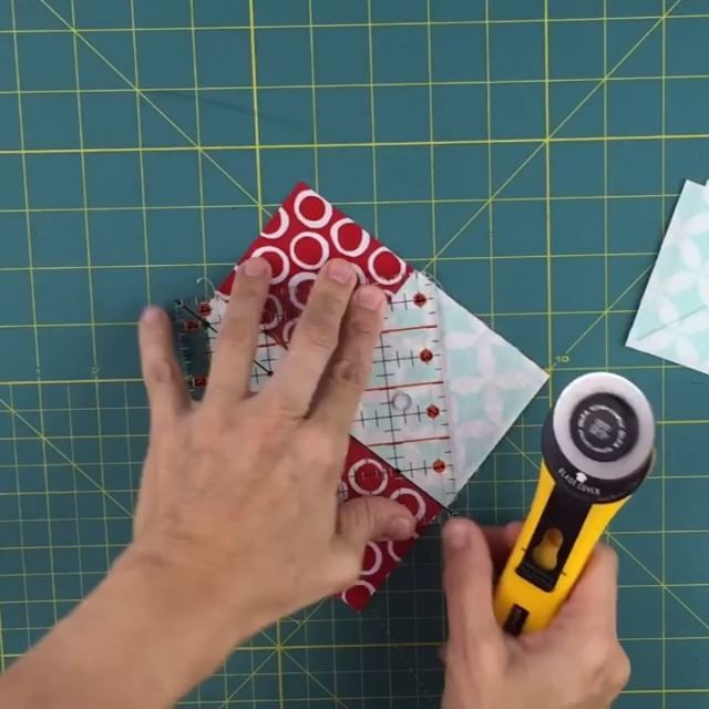 Square in a square #quilt block. Tutorial on my blog #quilting #sewing #patchwork #videotutorial